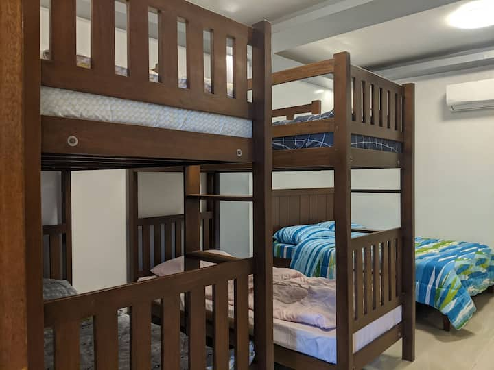 Comfy 6 Person Room in the Heart of Tayabas