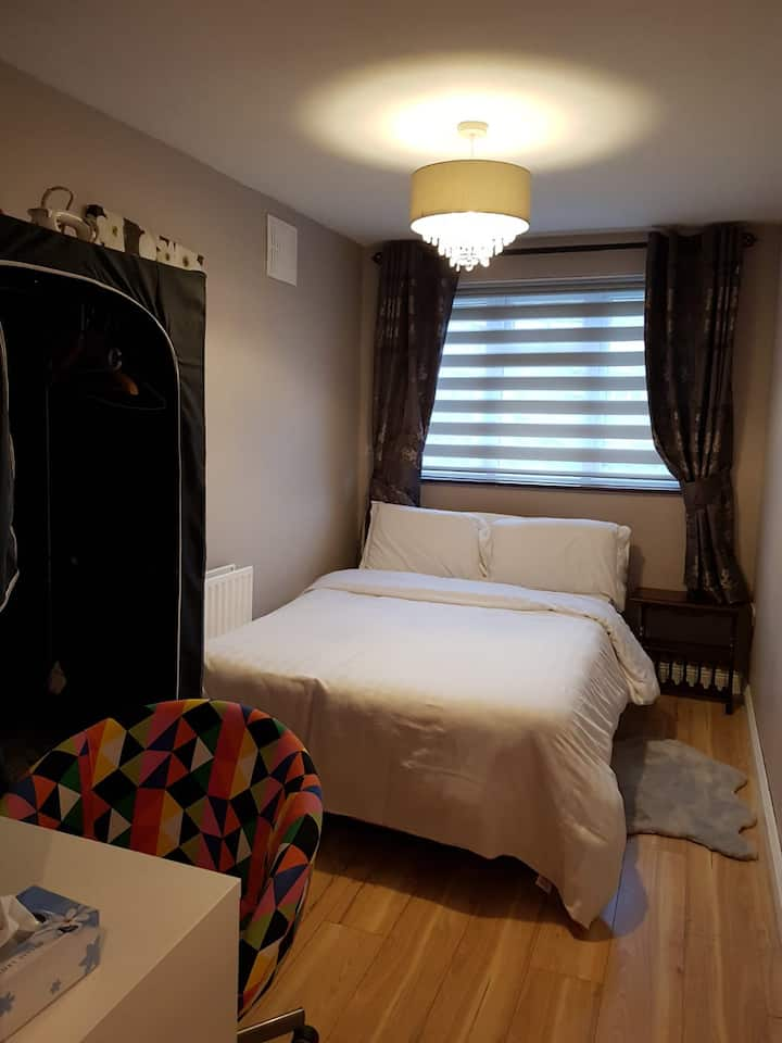 Warm room close to airport