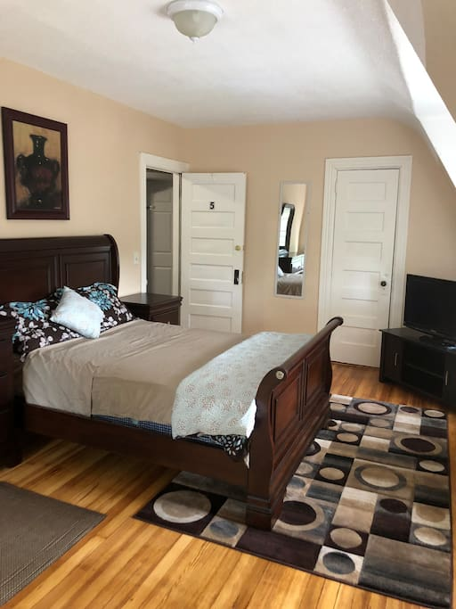 Newly renovated room with beautiful full size sleigh bed.