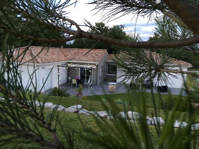 Villa moderne au cœur de la campagne toulousaine - Launac - Hus