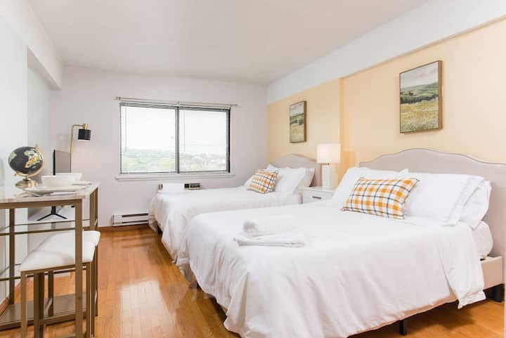 Gorgeous space in vibrant area, steps to the t515