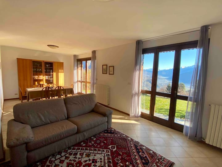 Independent villa with garden and great view
