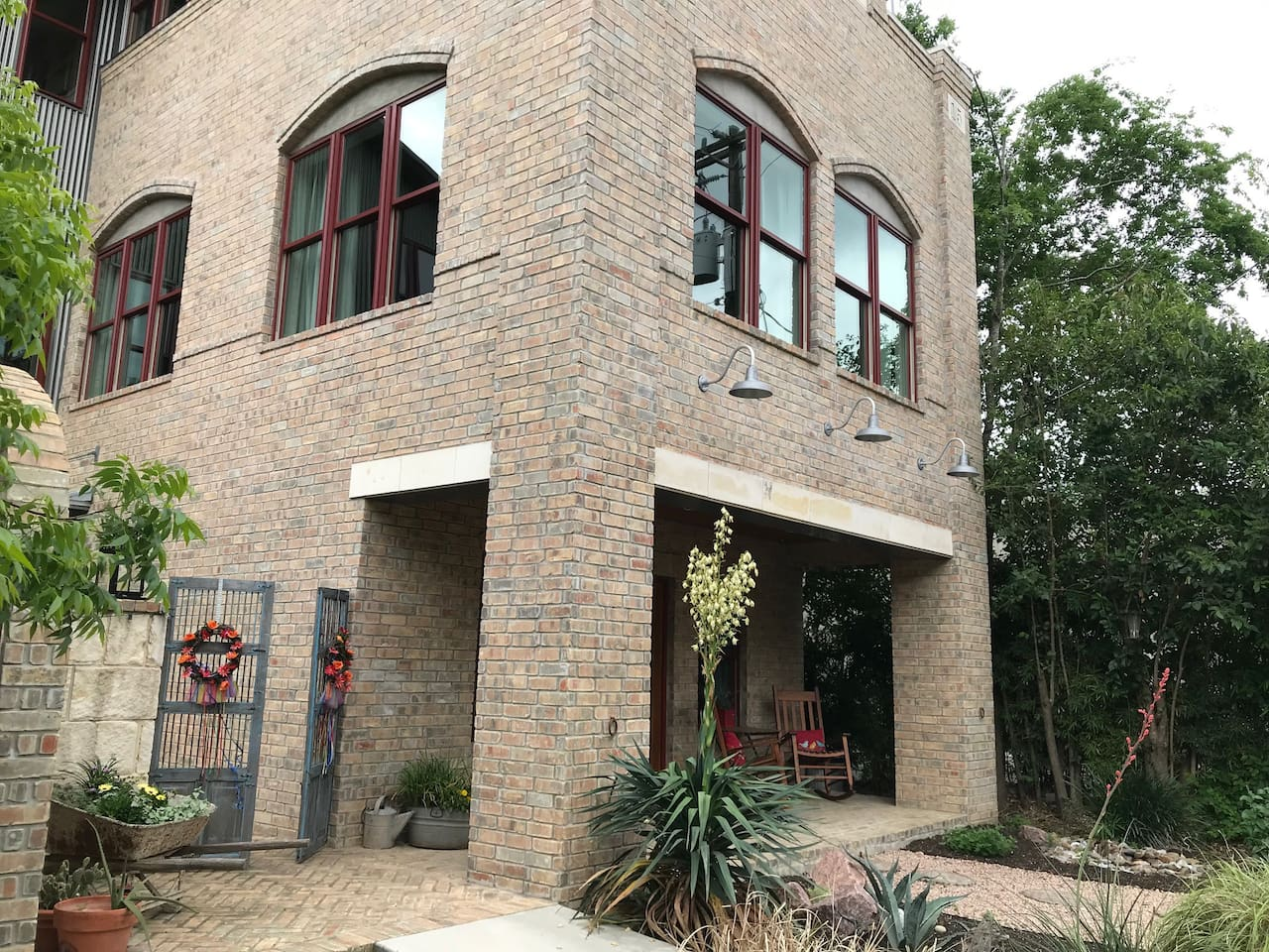 A new architectural gem that looks like it's a part of the Boerne history. The entire first floor is yours!