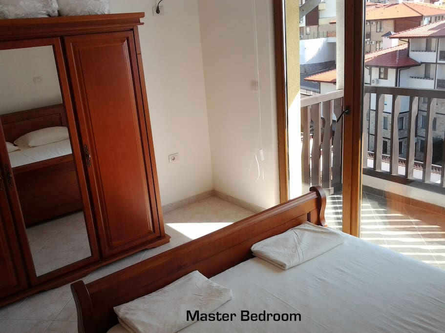 Upper level bedroom with queen bed