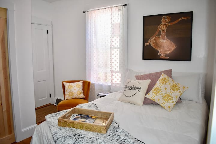 Sunny Room with Peaceful Balcony