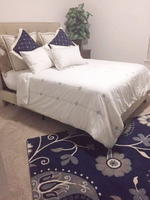 Private Queen Bed with bathroom