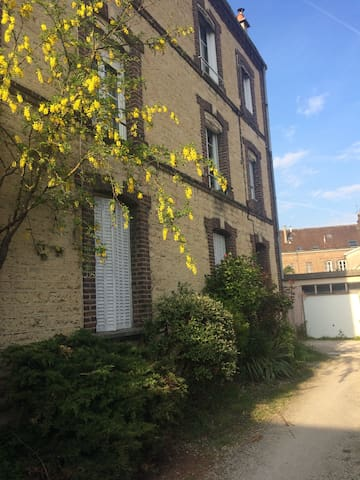 Charmant studio à 2 mns de la gare. - Troyes - Appartement