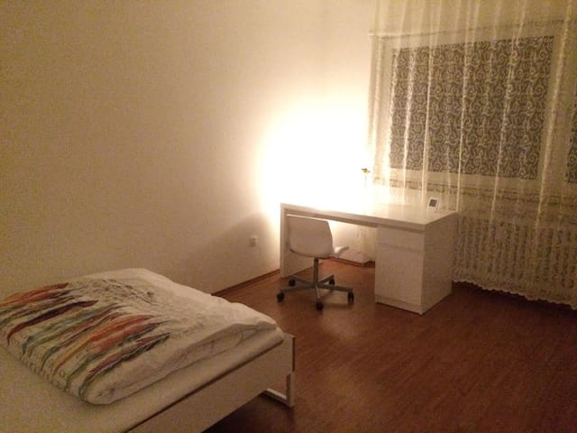 Beautiful Central Room near Heidelberg - Eppelheim - Huoneisto