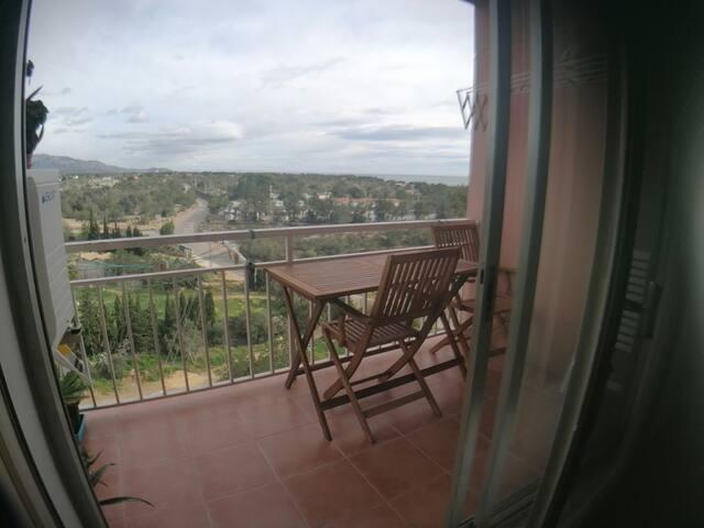 Habitacion. Apartamento vistas al mar y la montaña