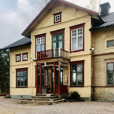 250 m2 drömhus från sekelskiftet norr om Uppsala