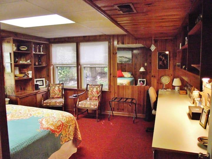 Tinker Creek 2-Room Artist Studio Guest Suite