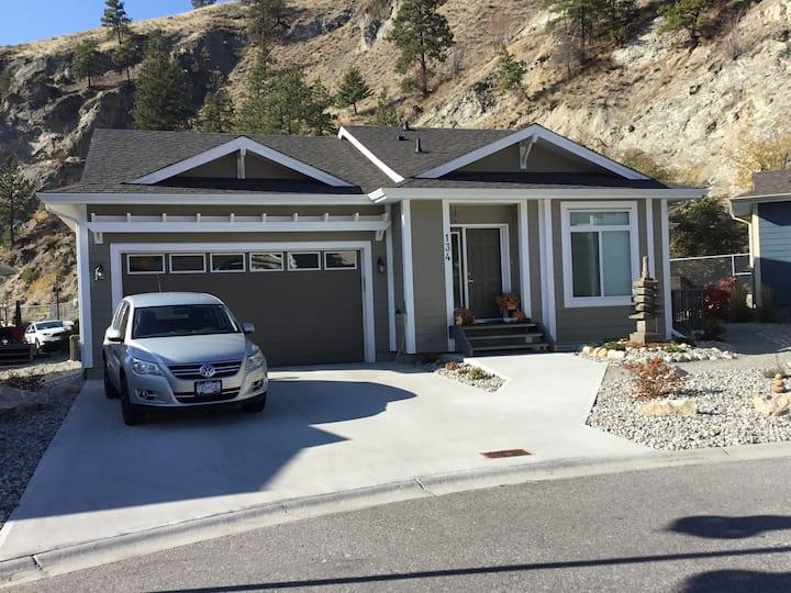Creekside  Airbnb - Entire Basement Suite
