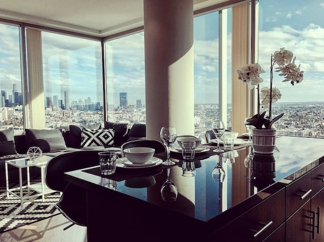 5-STAR LA 2BED/2BATH HIGHRISE + BREATHTAKING VIEW