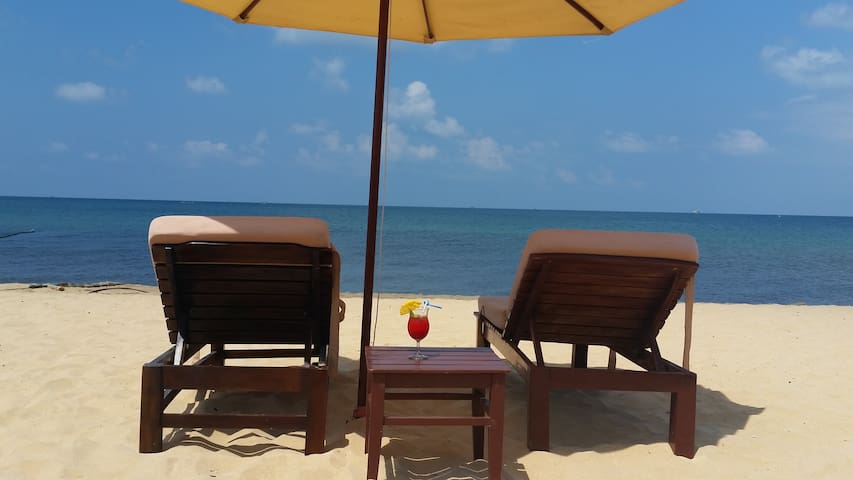 Room on Private Beach with Sunbeds and Umbrellas - Thành phố Phú Quốc - Bed & Breakfast
