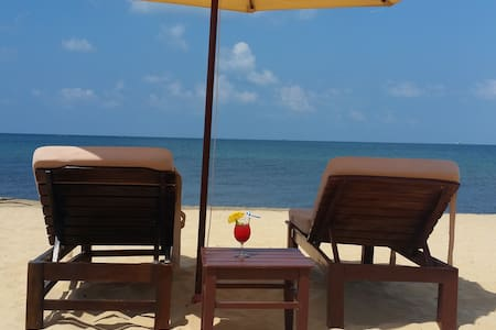 Room on Private Beach with Sunbeds and Umbrellas - Thành phố Phú Quốc - B&B/民宿/ペンション