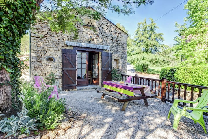 Character cottage in Prats-du-Périgord with lovely pool