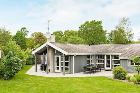 Pretty Holiday Home in Glesborg with Whirlpool