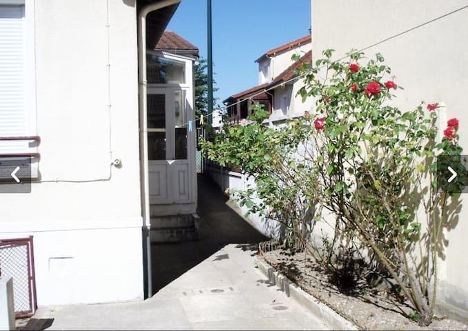Maison indépendante avec jardin - Carrières-sur-Seine
