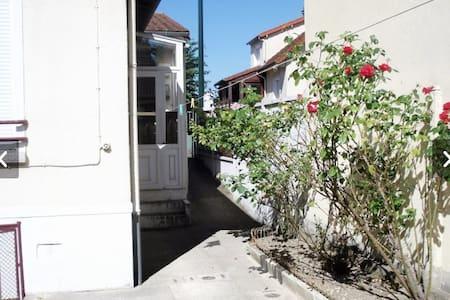 Maison indépendante avec jardin - Carrières-sur-Seine - Hus