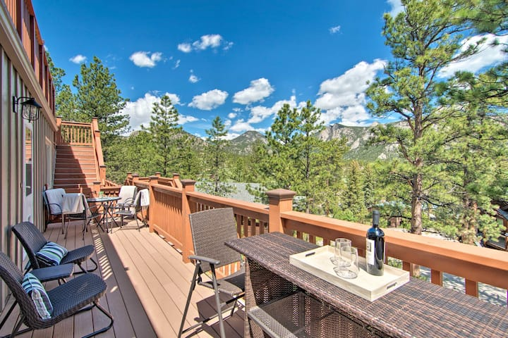 Estes Park Condo w/Deck & Views, ~3 Miles to RMNP!