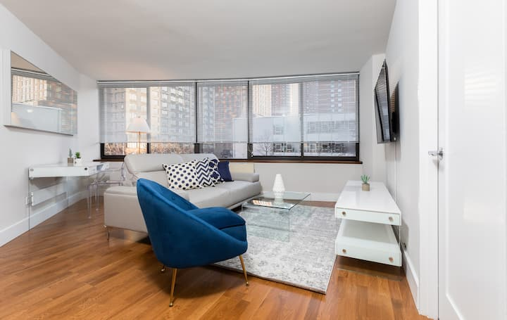 Amazing New UES Luxury 2 Bed w/ Gym, Pool   #6142