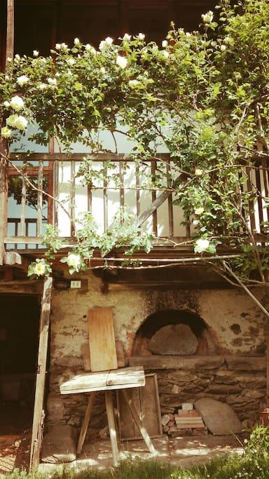 Il forno a legna e le rose -Giugno 2017
