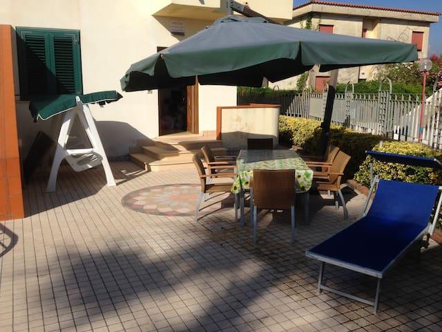 Villa Anna SUL  MARE  con Giardino > EXCLUSIVA -