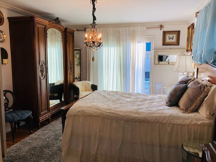 Paris In My Heart Guest Suite~Private Entry & Bath