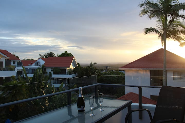 Haven on Noosa Hill sunset views, pool, spa, wifi