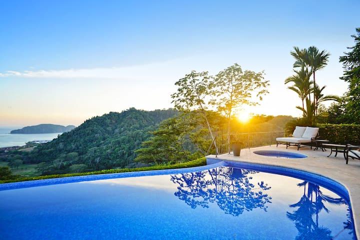 Family Luxury Home with amazing Ocean View! - Herradura - House