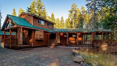 #50 The Cabins At Hyatt Lake - Sleeps 4 - Hot Tub