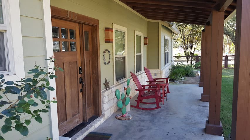 Dripping Springs Downtown Farmhouse Lodge