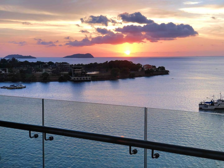 Luxury condo with significant seaview.
