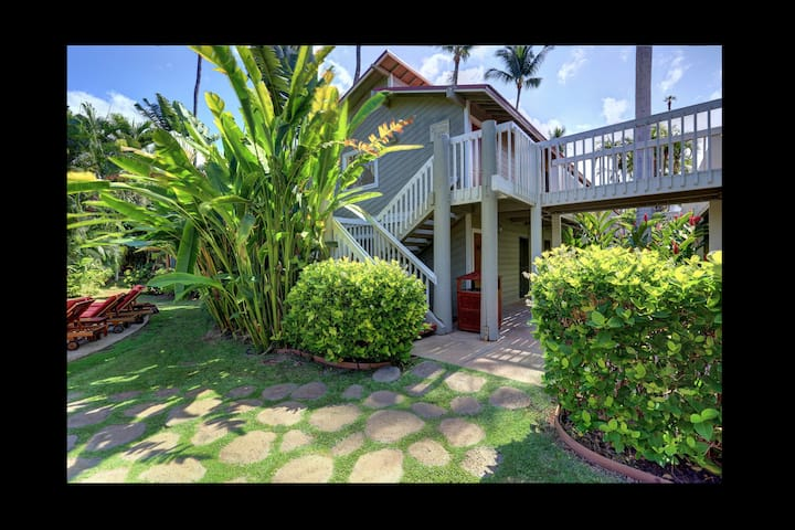 Lahaina Condo Near Front St. Upstairs, Corner Unit