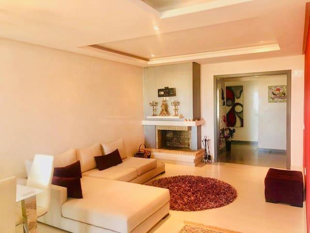 Luxury apartment, piscine, near to the beach.