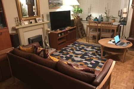 Nice room to let in comfortable furnished flat.