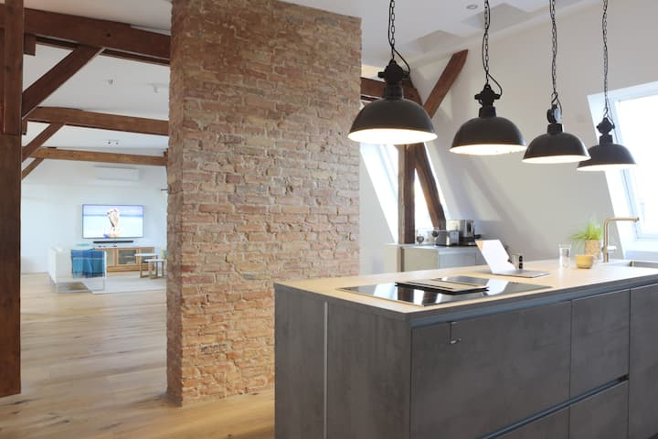 220㎡ Designer Loft • Roof Tarrace • Sauna •Netflix