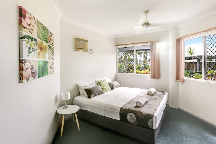 Cairns City - 1 Bedroom Poolview Apartment