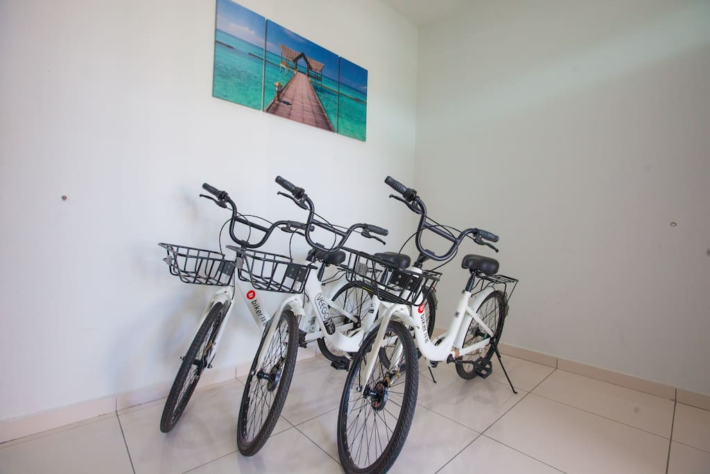 3 bicycle to allow guest look around