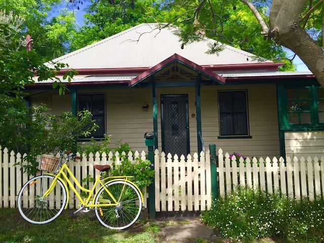 Milton Blacksmiths Cottage