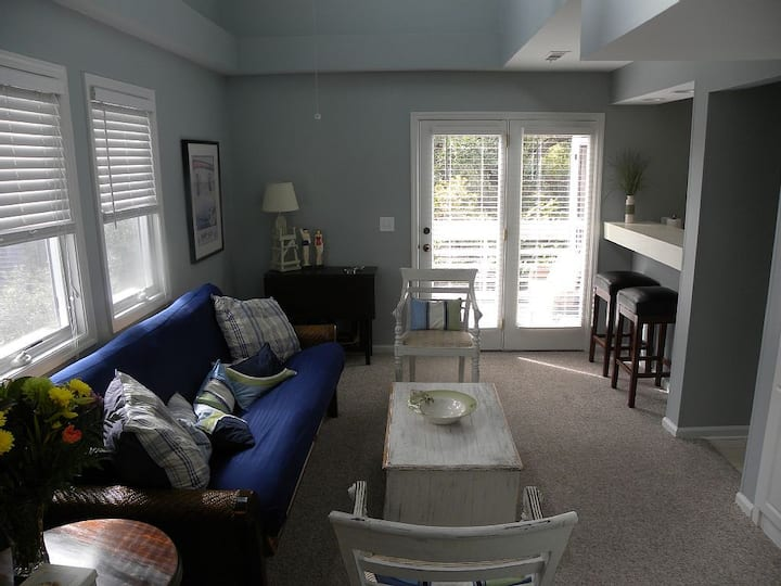 Great Rates!  Screen Porch!  Pool!