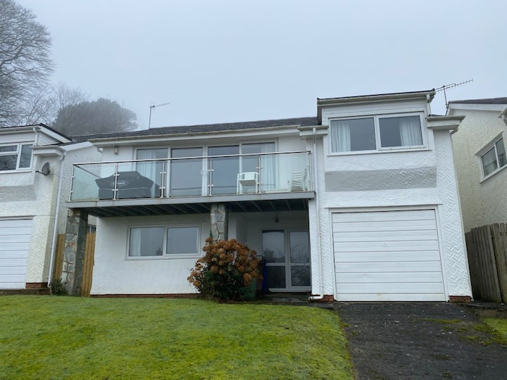 Four bedroom sea view detached house near Abersoch