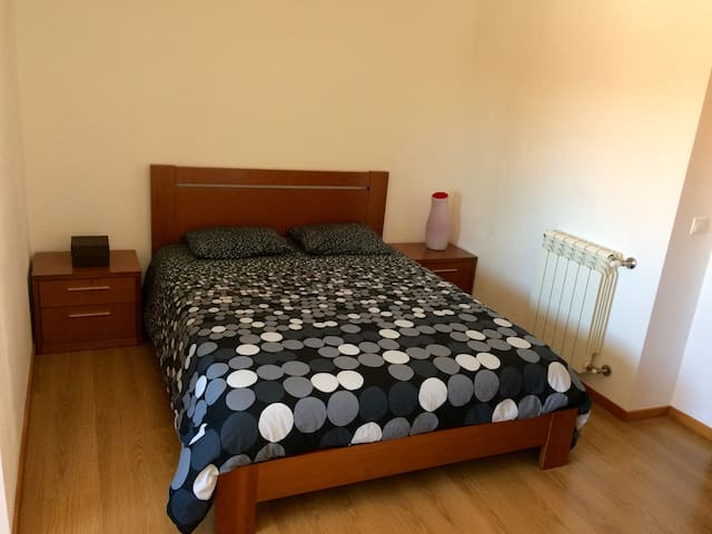 ** Large room with private bathroom ** - Valadares - Flat