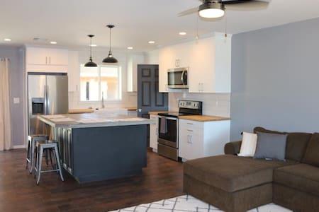 3 bedroom home near University of Phx stadium - Peoria - House