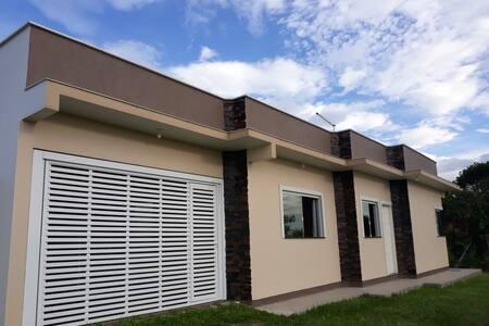 Casa 300 mt da Praia da Vila. AR Cond nos quartos