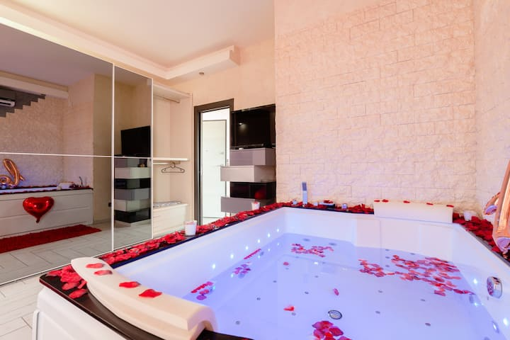 Suite House with Jacuzzi, Wi-Fi & All Confort