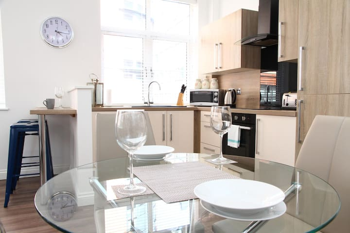 ✪ Ideal Birmingham ✪ Serviced Mint Apartments - 2 Bed Perfect for City Hospital & City Centre ✪