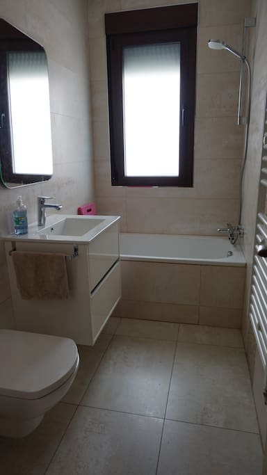 Baño 2 con bañera.