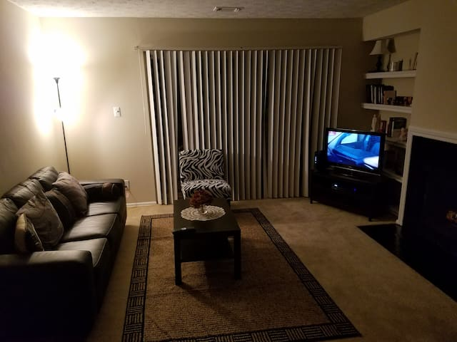 Private Room in peaceful neighborhood....relax - Silver Spring - Leilighet