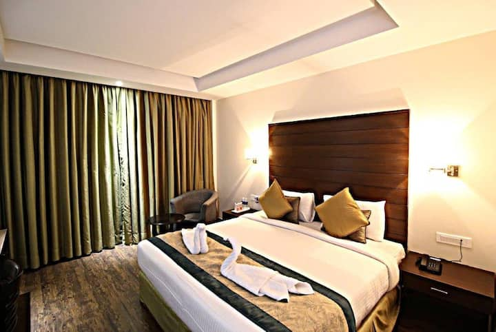 Hotel Aravali Heights Deluxe Room